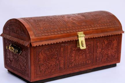Сундук кожаный c резьбой (эксклюзив), 80х60х40 см