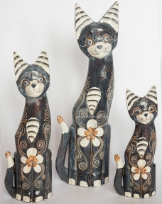 Семья статуэток расписных кошек из дерева (50, 40 и 30 см)