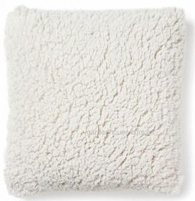Подушка декоративная квадратная Cora из искусственного меха 45x45 см, белый