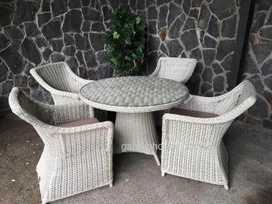 Обеденный стол Рикконе из искусственного ротанга 110 см, белый